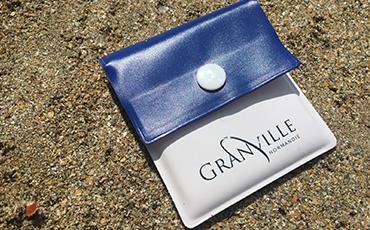 Des cendriers de poche sont distribués gratuitement à l'Hôtel de Ville de Granville et à la salle du Plat Gousset.