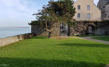 Salle et jardins du Roc